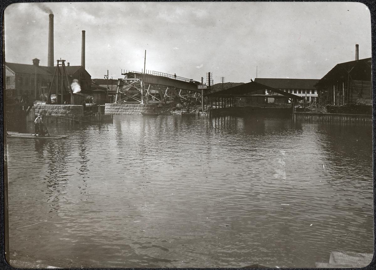 Album med fotografier från Bohusbanan. Norra permanenta viadukten, under uppsättning.