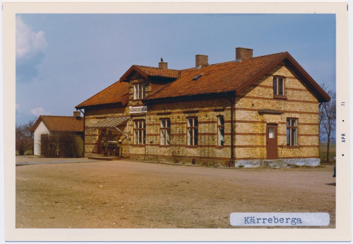 Stationen byggd 1894 till SSJ öppnande. Huset byggt av SSJ, men tillhörde HHJ, finns kvar som privatbostad. Väntkur från 1970-talet. Inga persontågsuppehåll fr o m 28 maj 1967. Statligt bolag 1938. Till SJ 1940. Eldrift kom 1943.