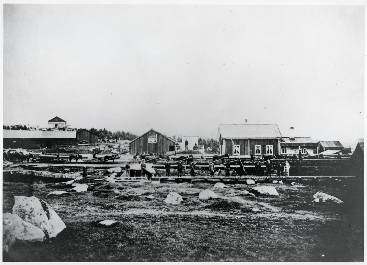 Hästbanan cirka år 1870. Platsen är Österström och lastningsplatsen låg alldeles till höger om bilden.