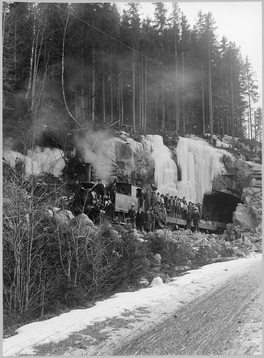 Tunnelbygge utefter Halmstad - Nässjö Järnväg. (HNJ). Västra Centralbanans Järnväg. (VCJ) Tidigare benämnd Västra Central Banan.       (VCB).