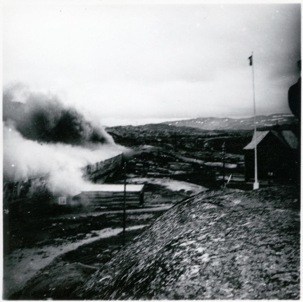 Brand i tåg och snögalleri vid Riksgränsen