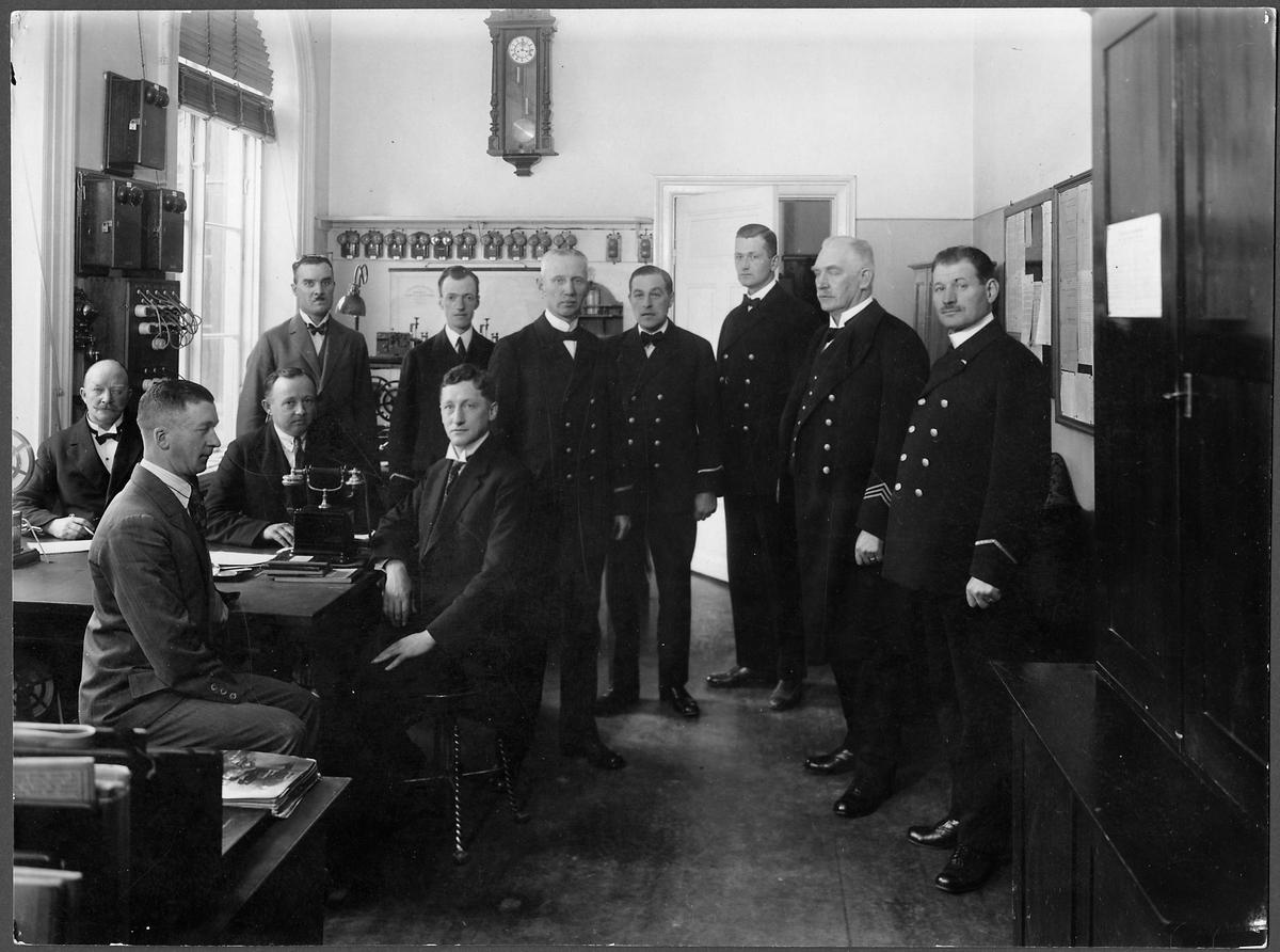 Stins Hökerberg med personal i Mjölby.