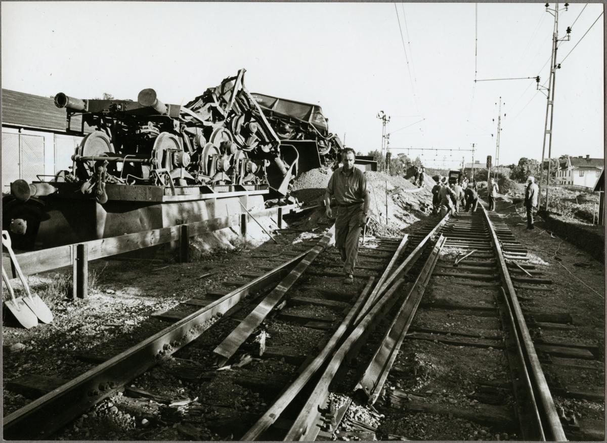 Urspårat godståg.