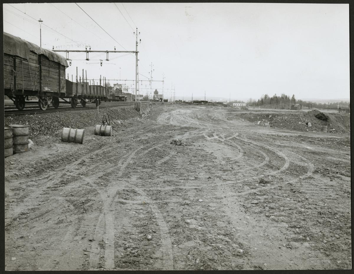 Vy från bangård som ska upprustas efter Storå - Stråssa linjen 1958.