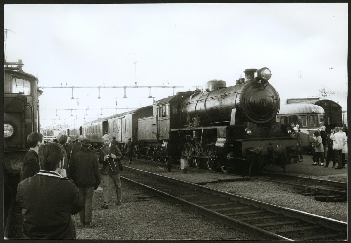 Trafikaktiebolaget Grängesberg – Oxelösunds Järnvägar, TGOJ M3b 61 på Oxelösunds station 1969.