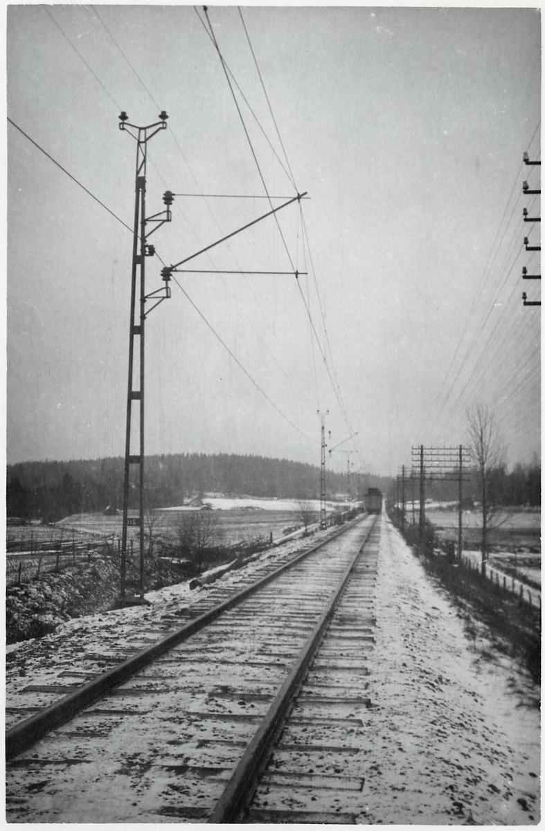 Elektrifierad järnväg. Linje Katrineholm - Åby.