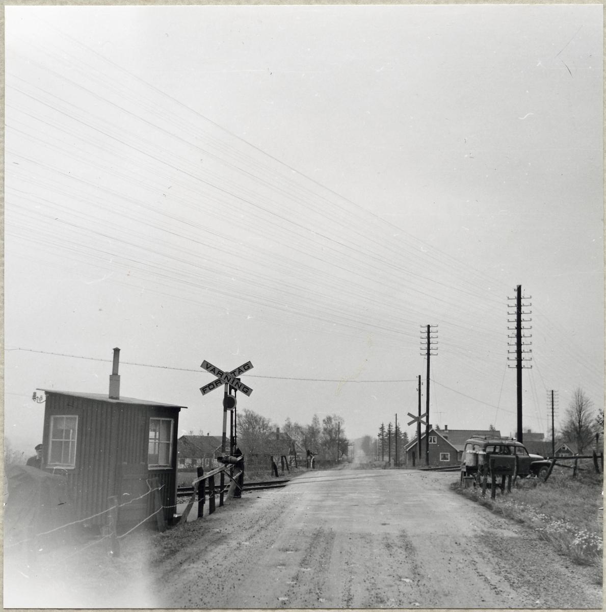 Järnvägsövergång med vaktkur vid Klemedstorp på linjen mellan Skarhult och Hurva.