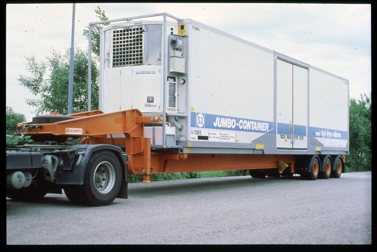 Statens Järnvägar, SJ Jumbocontainer på ett lastbilssläp.