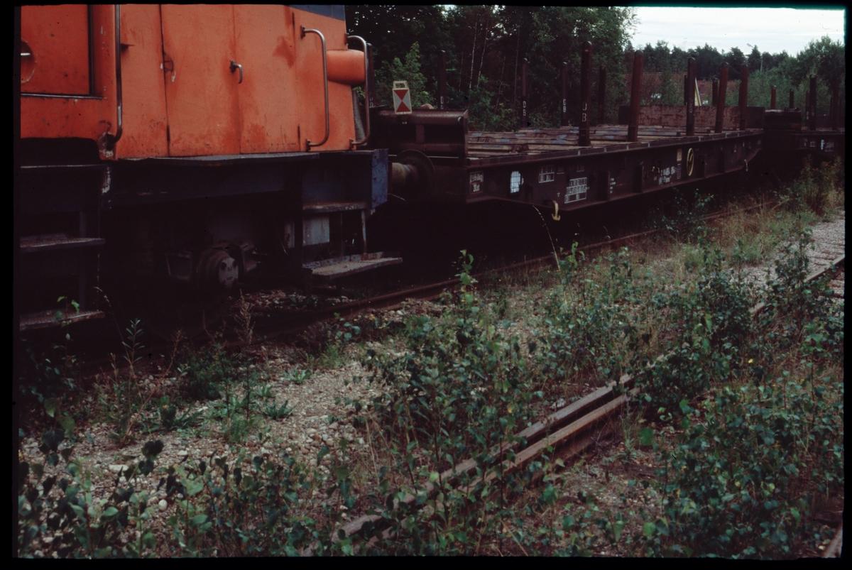 Statens Järnvägar, SJ Z65 500 med urspårade godsvagnar vid Åkers Styckebruk.