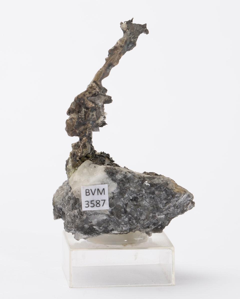 Delvis krystallinsk sølv på kalsitt Gottes Hülfe gruve, 100 m Vekt: 39,90 g (med sokkel)