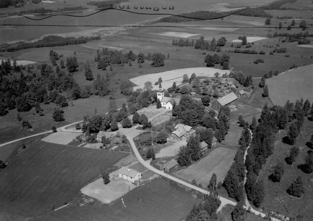 Flygfoto över Marbäck och Marbäcks kyrka i Aneby Kommun. P 138