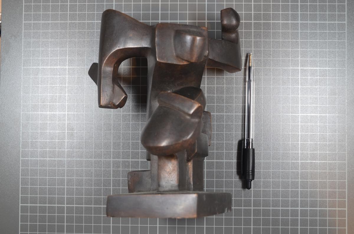 "Bronseskulptur - ""Cellist"", fra 1992."