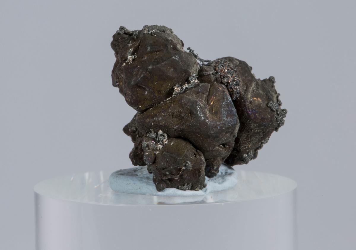 Vekt: 6,04 g Etikett i eske: Monter nr. 6, Mildigkeit Gottes gruve jan. 1947 (8 små og 5 små)