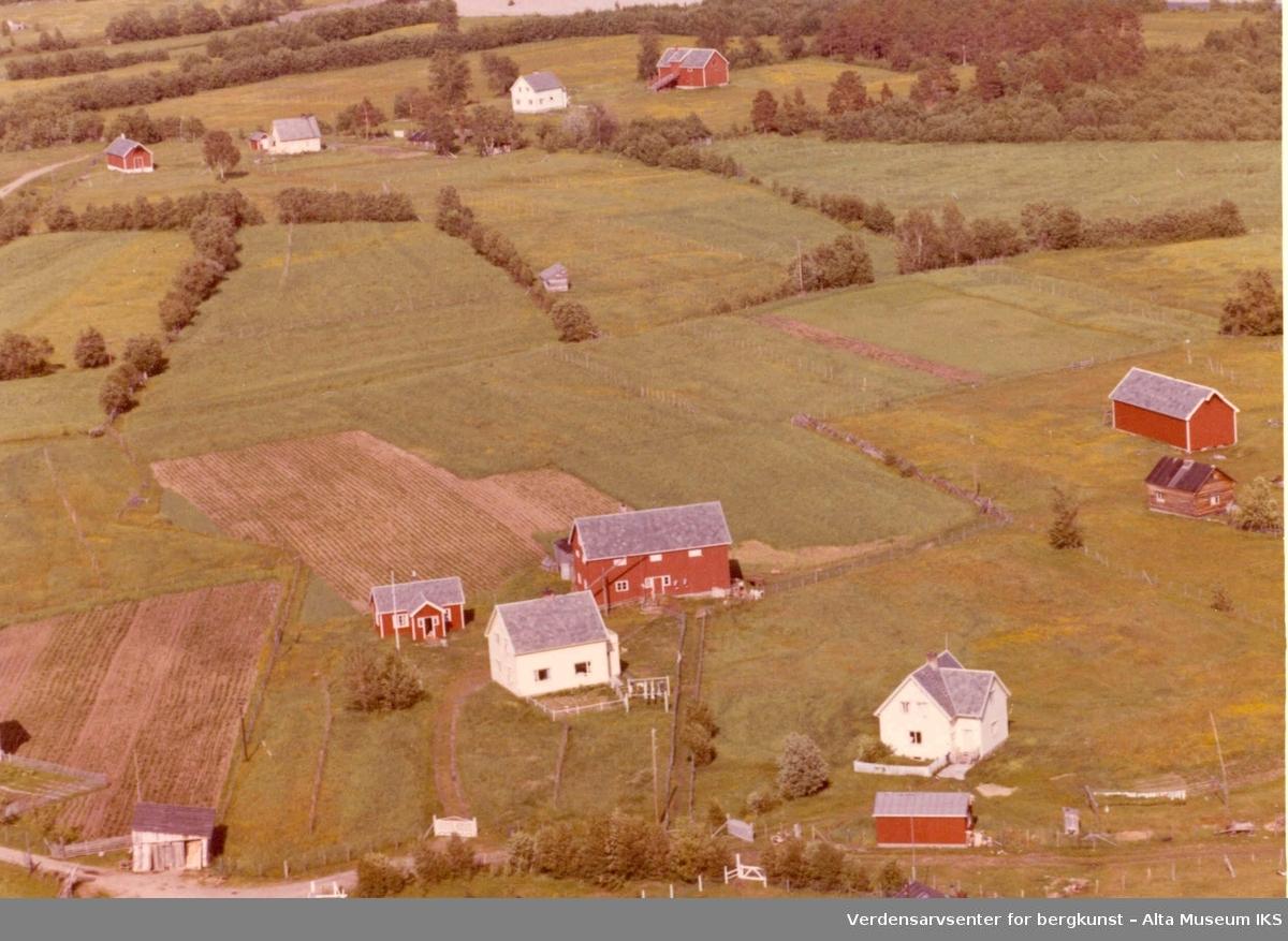 Aronnes, gårdstun, jorder, våningshus, låver
