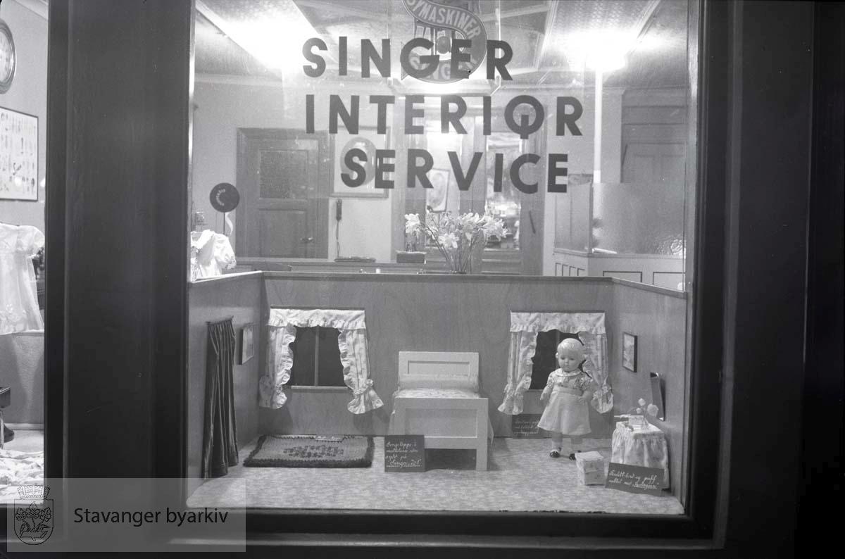 Butikken etablert i 1907. Disponent Frithjof Hoem.