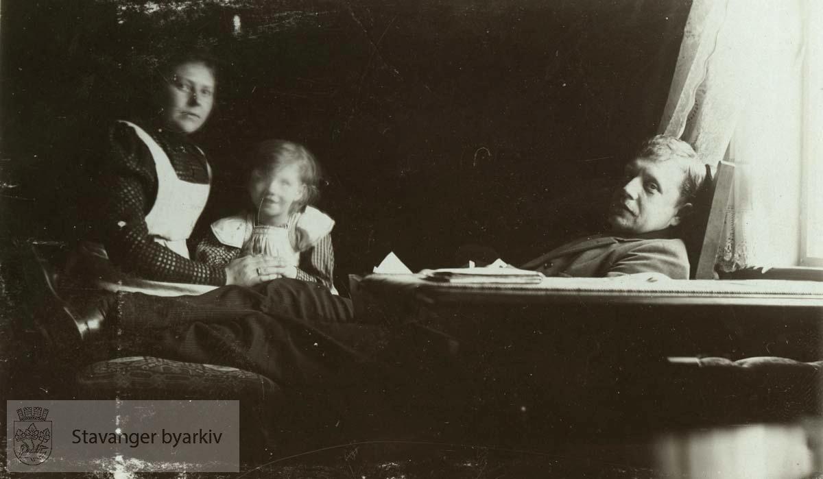 Martha, Signe og Georg T. Monsen