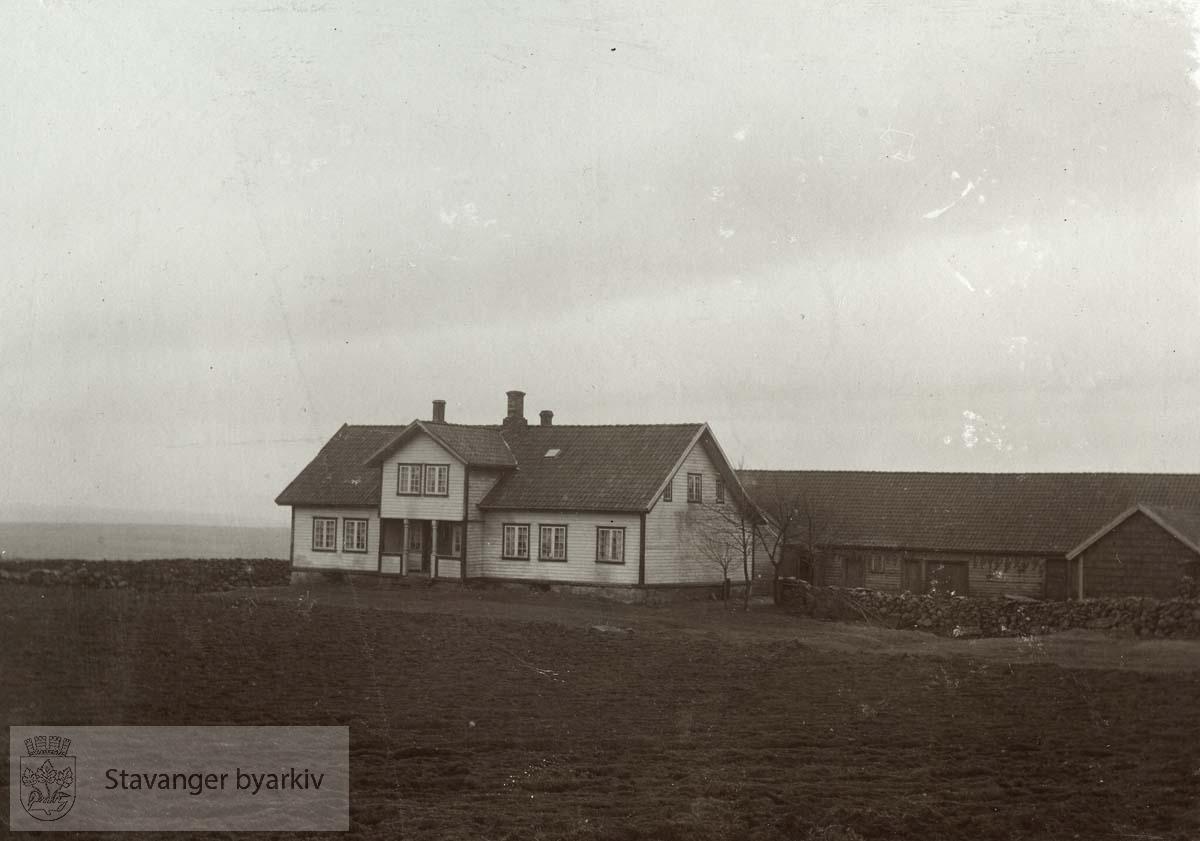 Kjøpt av Konsul Ingvald Thorsen i 1908