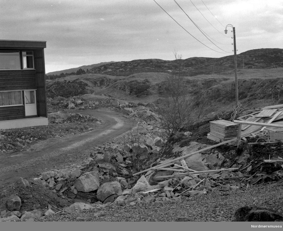 Foto fra anleggsarbeid på Stortua på Gomalandet i Kristiansund, 22. februar 1967. Fotograf er Nils Williams. Fra Nordmøre museums fotosamlinger.