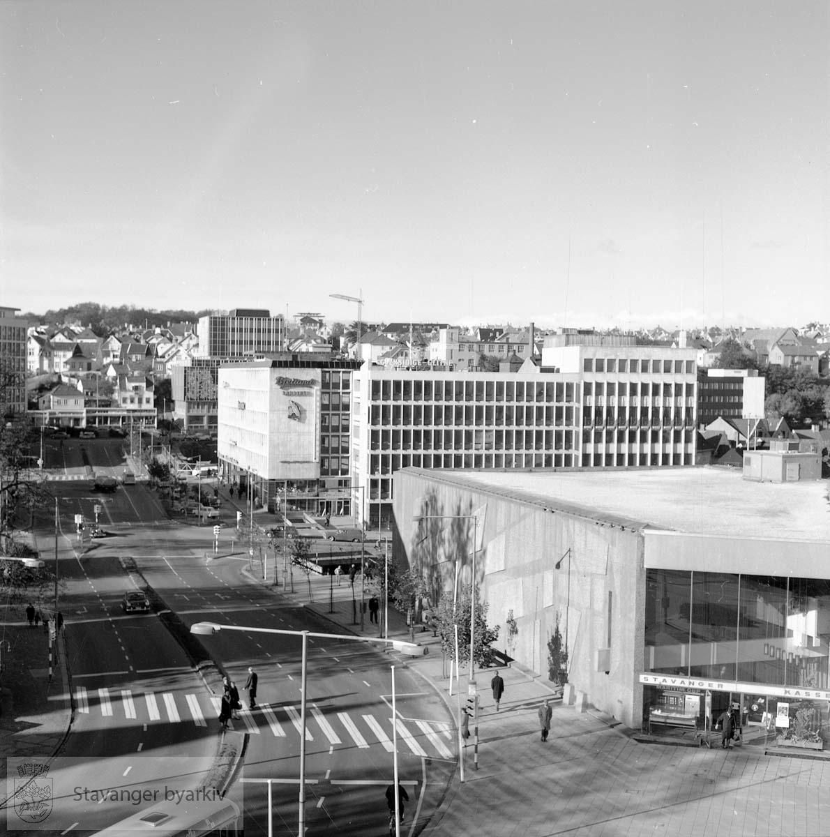 Stavanger Sparekasse sett fra toppen av Norges Bank mot nord-vest.