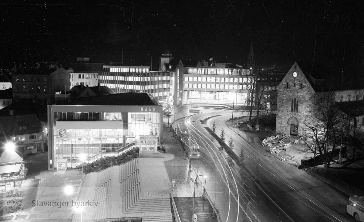 Fra Ankerbygget: Torget, Stavanger Sparekasse, Hetland Sparebank, Norges Bank, Stavanger Domkirke.