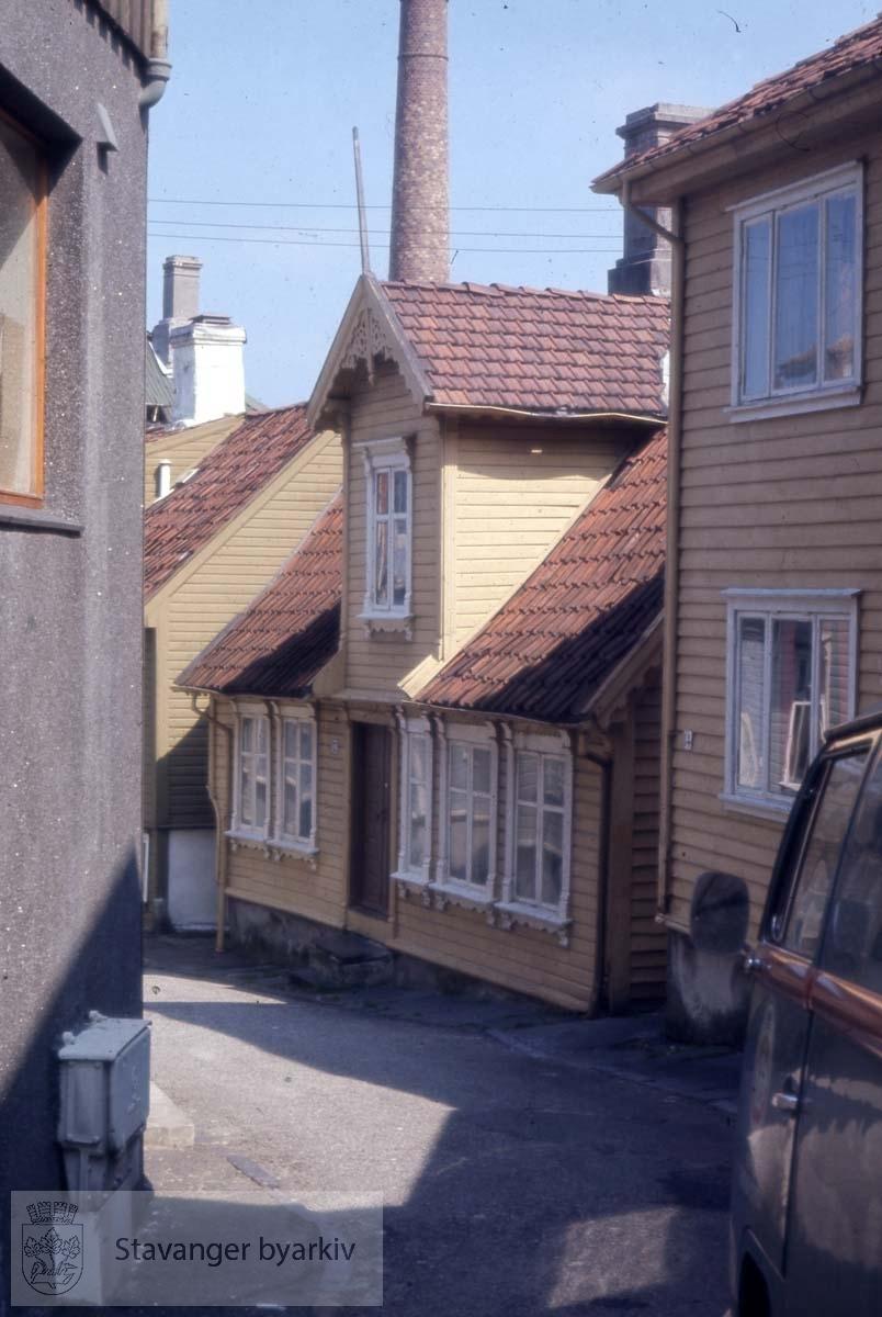 Nedre Blåsenborg 12 midt i bildet. Revet
