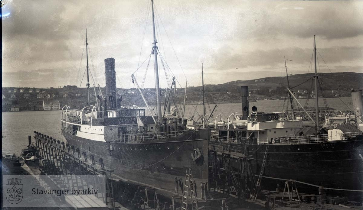 """Senere kalt """"Kong Sverre""""..Stavanger I og Austri i dokk ved Rosenberg Mekaniske Verksted, Buøy"""