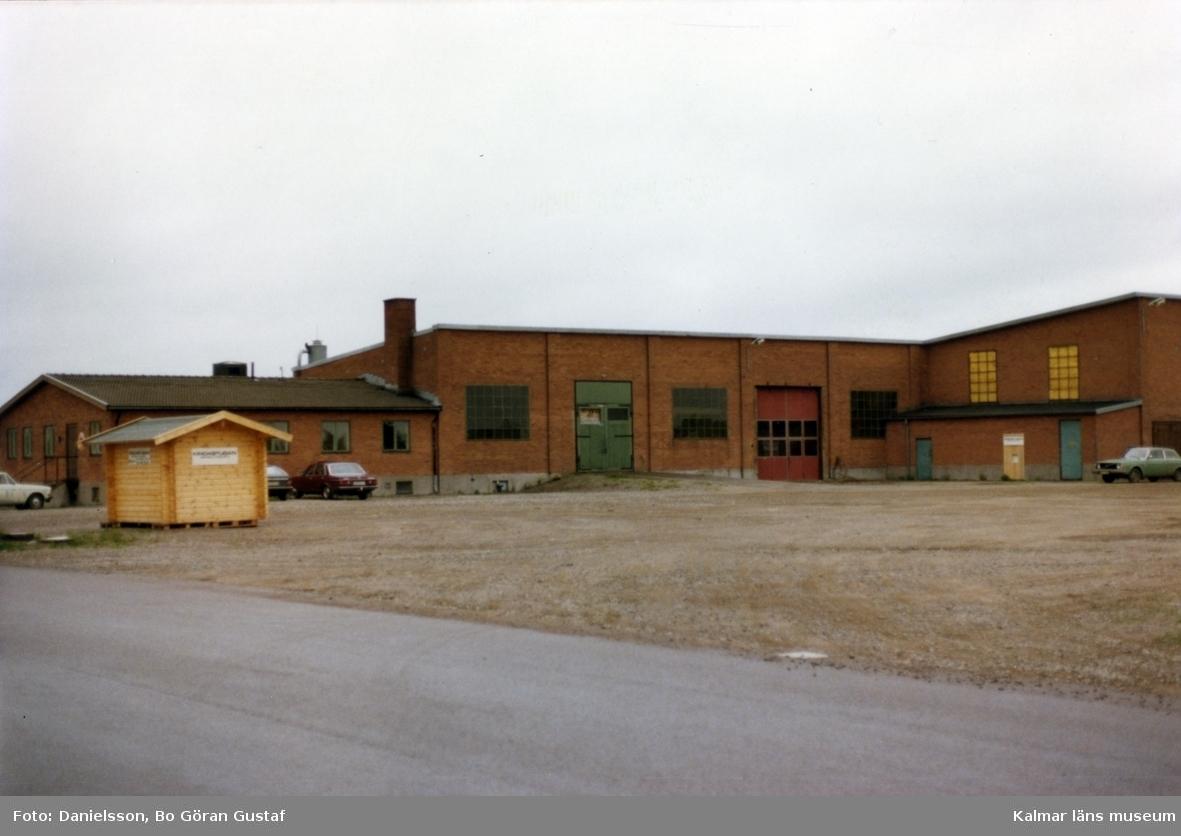 Ett gjuteribolag. Ägarna hette bröderna Karlsson och byggmästaren var Bertil Danielsson.