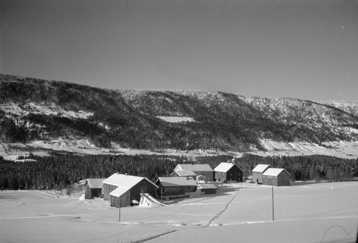Vinterbilde med Midtvoll i Østre Gausdal