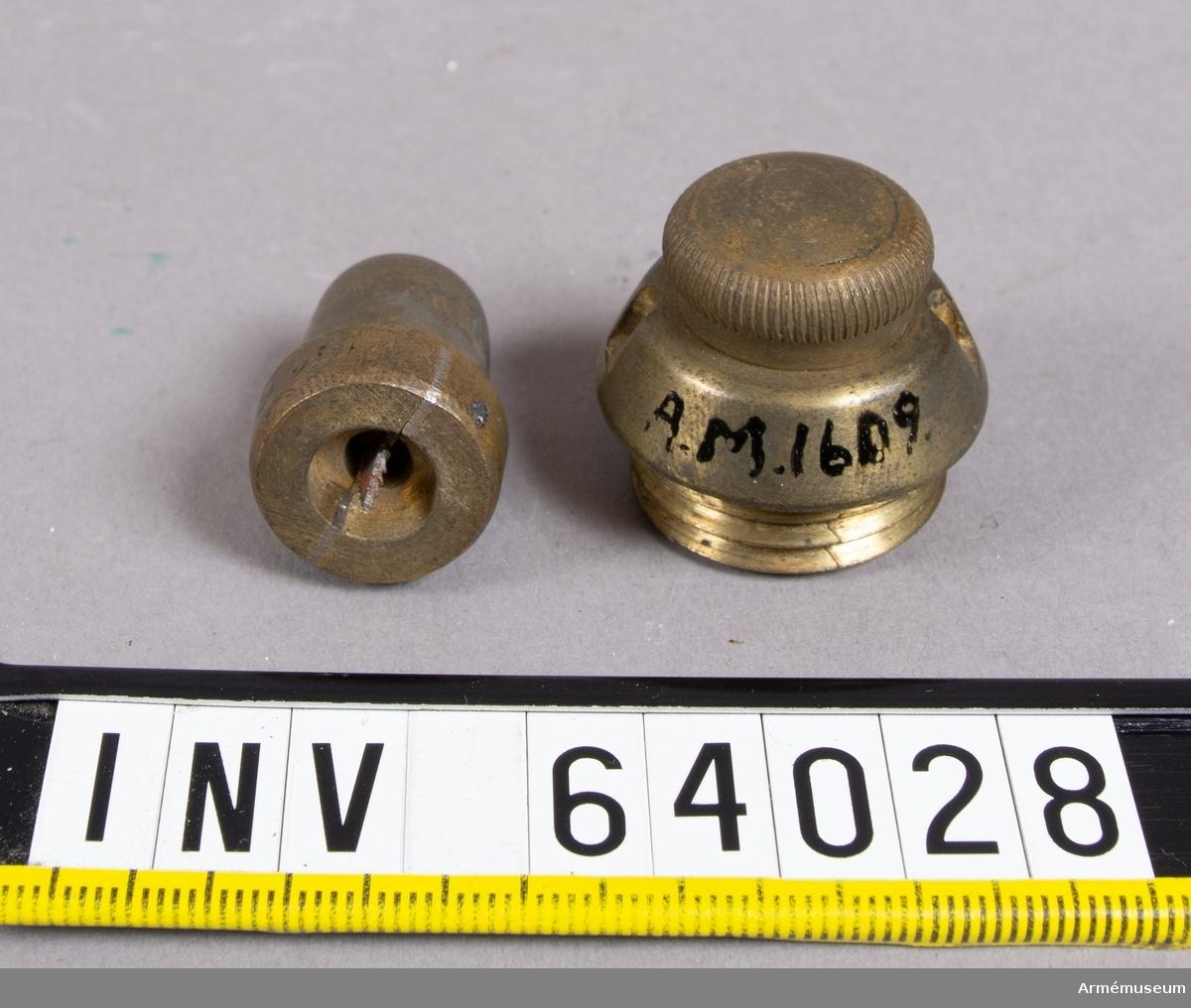 Grupp F II.  Till 3-, 4-, 9- och 12-pundiga granater till bakladdningskanoner. Saknar troligen delar.
