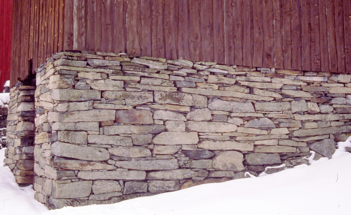 løe, steinmur, Tveit-tunet, vinter