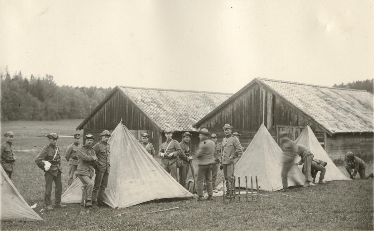 Tältförläggning.