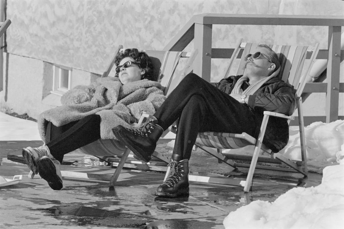Turister ved Røros Turisthotell 1964 (Foto/Photo)