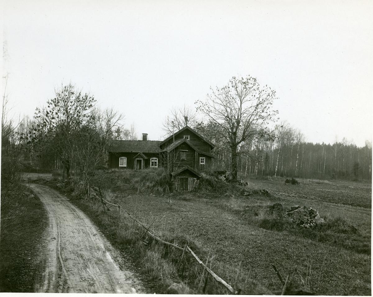 Himmeta sn, Tveta. Johan Tvetströms stuga 1929.