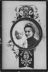 Leirfjord / Ukjent. Lite medaljongfotografi av antatt mor og