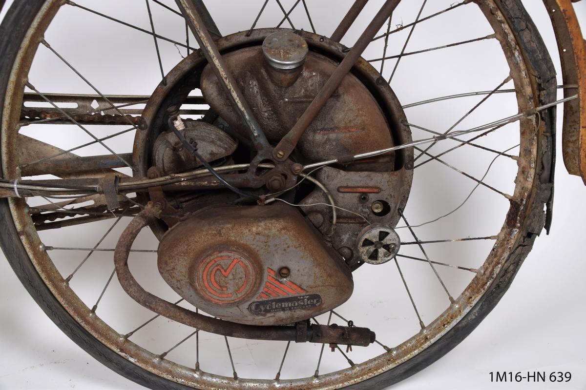 Moped av märket Monark med motor placerad i bakhjulet.