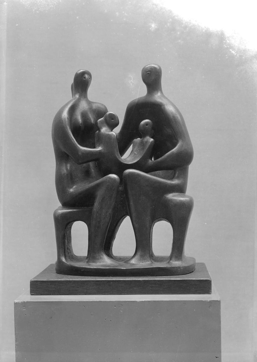 Skulpturer av Henry Moore utstilt  i Kunstforeningen,