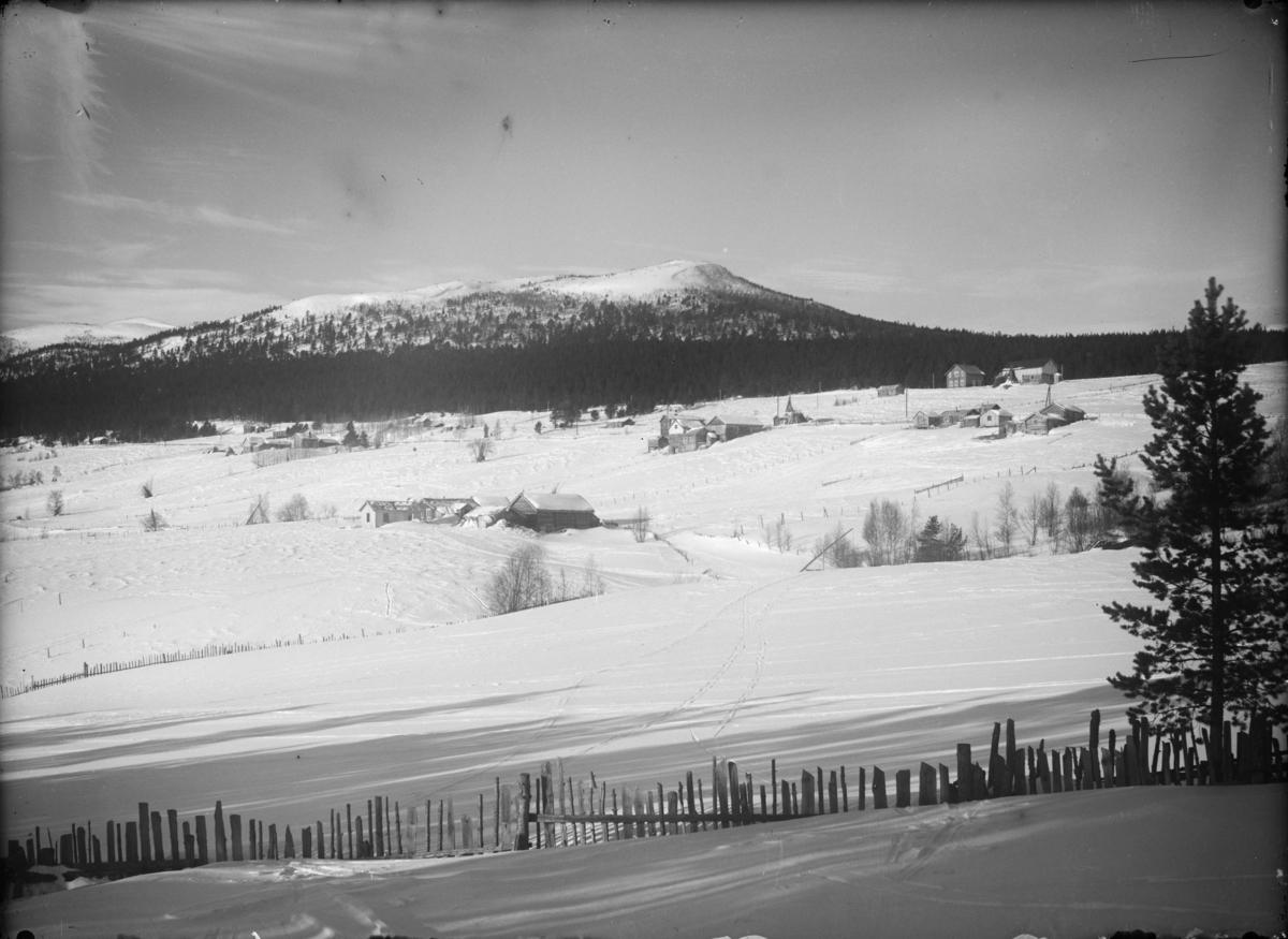 Oversiktsbilde over Kjøremnsgrende, Lesja. Mot nordvest og vinterlandskap