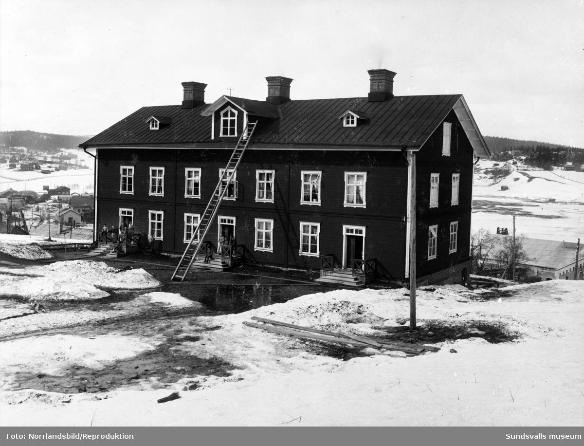 Tidig bild på en av bostadslängorna i Skönvik. Bilden är ett reprofoto.