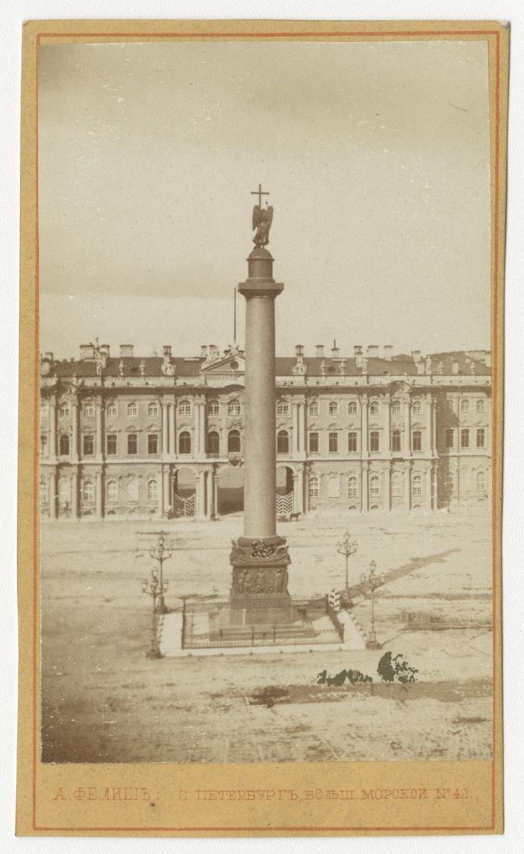 Alexanderkolonnen på Palatstorget i S:t Petersburg.
