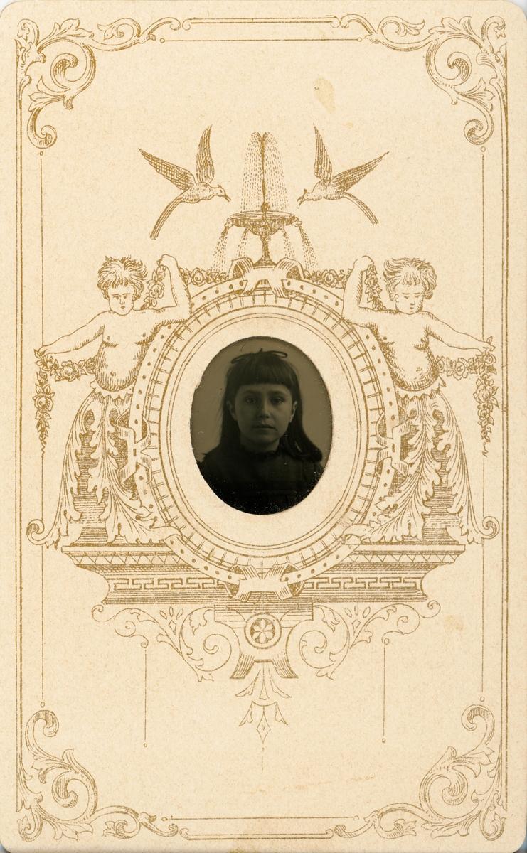 Ferrotyp - flicka, sannolikt Uppsala, omkring sekelskiftet 1900