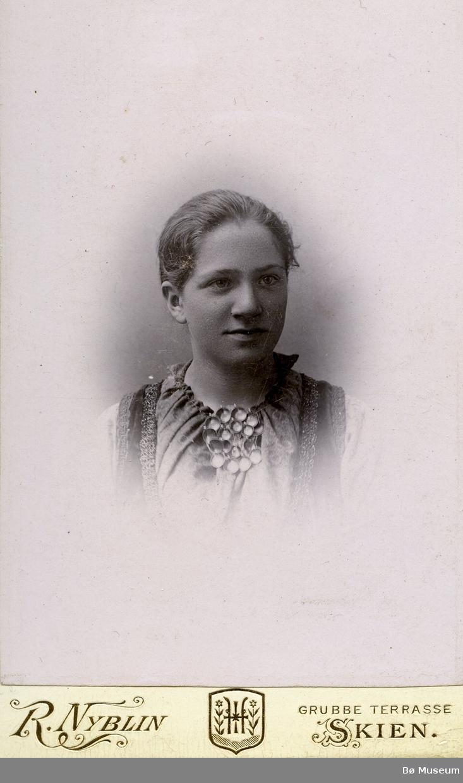 Portrettfoto av Marie Bergene, gift Langkås