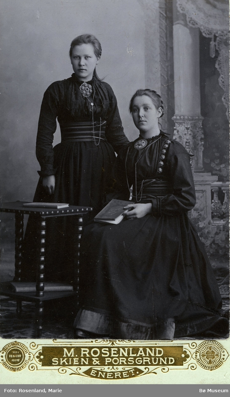 Foto av Bergit og Anne Eika