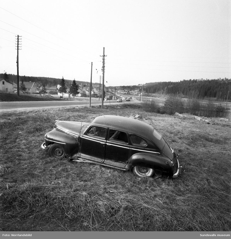 Riks13 norrut vid Bydalen. I bildens mitt avfarten mot Gärde, Tunadal och Alnö. I förgrunden ett övergivet bilvrak vid sidan av vägen.