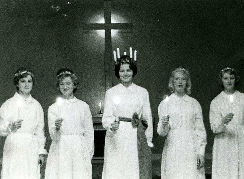 Kållereds Missionskyrka. Fr. v. 1. ? 2. Britt Svensson. 3. Carin Gustavsson Ånskog.  4. Vailet Olsson Jarlsmark. 5. Gunilla Karlsson.