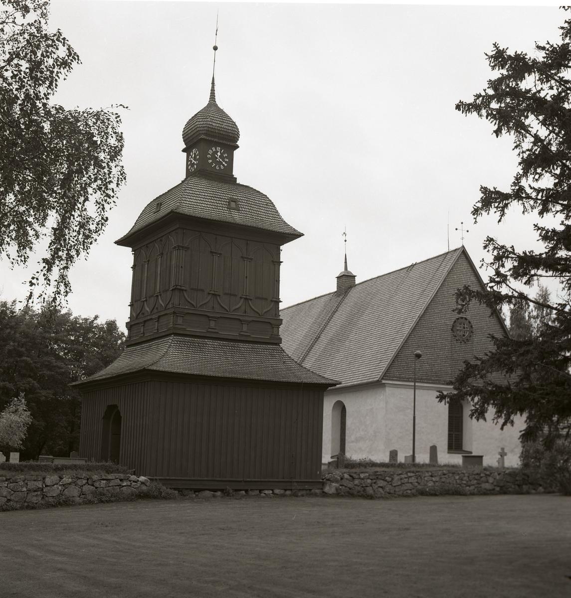 Nordmalings kyrka med klockstapel, 1974.