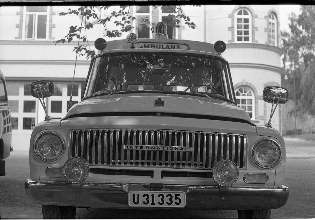 Den nya ambulansen ersätter den som krockade i olyckan på Annandag Pingst. Bilden är tagen framför brandstationen på Strandvägen.