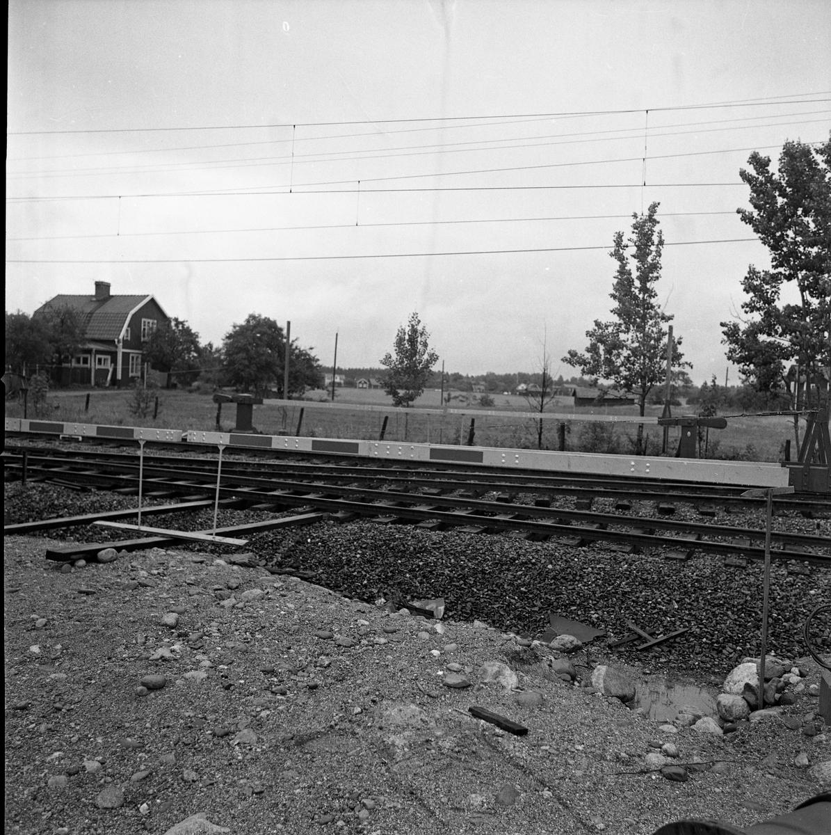 Bommar vid järnvägsövergången vid Augustenlund - Jädersvägen