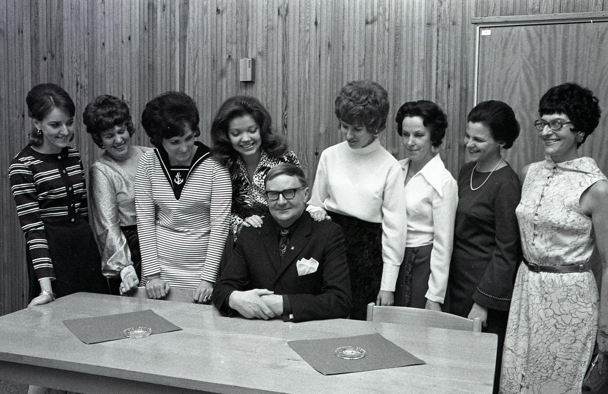 FCTF. Erik Werner ordförande. Från vänster: Jansson, Karin Lindström, Ulla-Britt Karlsson, Rigmor Tickols, Elisabeth Källberg, Margareta Lindberg, Gunnel Rydeborg och Maud Berndtsson