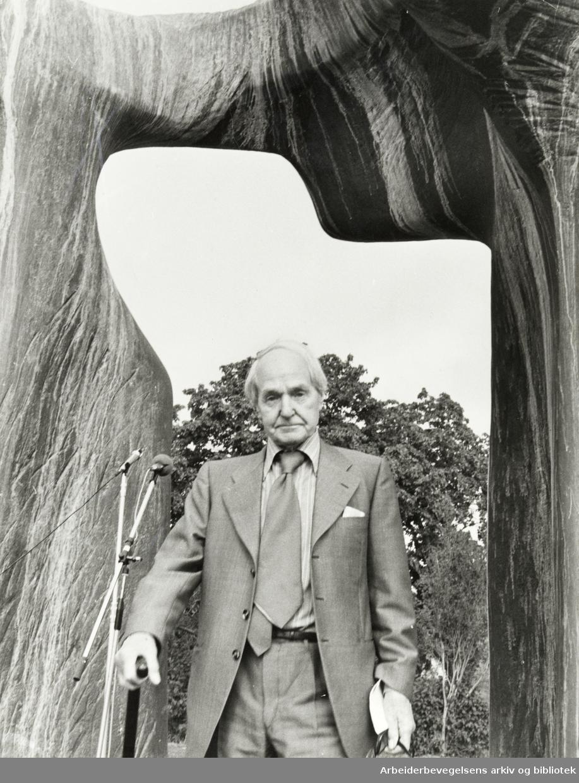 Huk. Billedhogger Henry Moore og hans Torso. August 1978