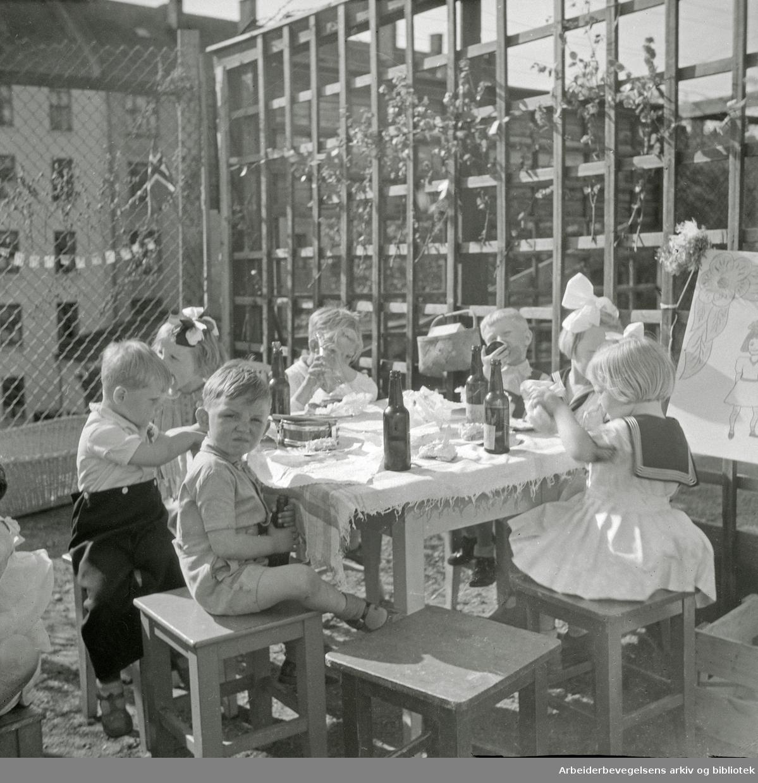 17. Mai 1947. Barneselskap. Bilde fra Brinken 16 på Kampen.